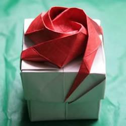 韩式玫瑰花礼盒怎么折 包括盖子和盒身的折法