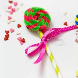 简单可爱的幼儿手工 用扭扭棒做棒棒糖的方法