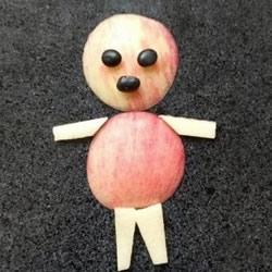 幼儿园切水果小游戏 用苹果切出可爱小人拼图