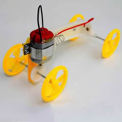 简单有趣物理小制作 自制可以跑的电动小汽车