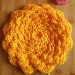 手工钩针编织单色花朵坐垫/杯垫的方法图解