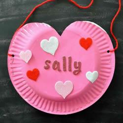 可爱的爱心包包!幼儿手工纸盘做包包的方法