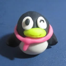 忘不了的可爱卡通形象 QQ企鹅橡皮泥手工制作