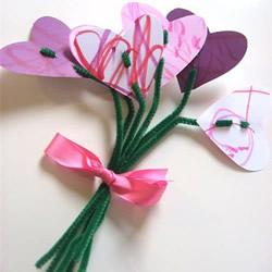 送妈妈的母亲节礼物 扭扭棒手工制作爱心花束
