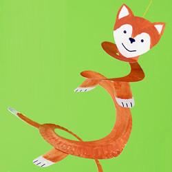可爱小狐狸挂饰制作 用纸盘做弹簧狐狸的方法