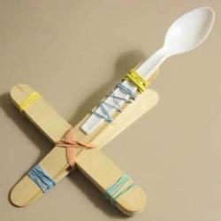 儿童玩具投石车怎么做 用雪糕棍做发射器装置