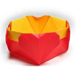 带爱心纸盒子的折法 有四个心形收纳盒的折法