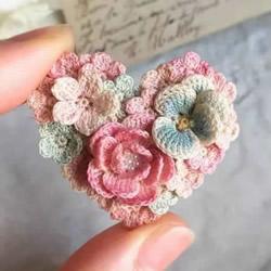 美得不像话!袖珍钩针花朵饰品作品图片欣赏