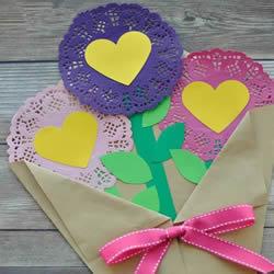 蕾丝蛋糕纸做漂亮手捧花 幼儿手工捧花制作方法