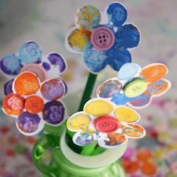 用红酒瓶塞画花 可爱纸花装饰品手工制作方法