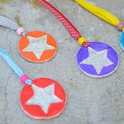 父亲节小礼物:用硬纸板制作可爱奖牌的方法