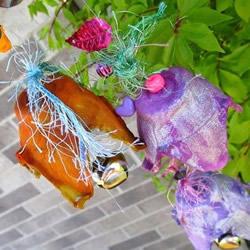 幼儿园简易风铃的做法 鸡蛋托废物利用做风铃