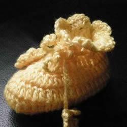 用钩织编织简单又漂亮婴儿鞋的方法步骤图
