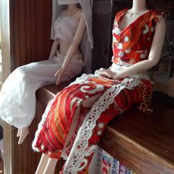 瞅瞅带你做:漂亮娃娃衣服的手工制作教程