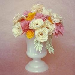 皱纹纸手工制作玫瑰花 做成超美的装饰插花