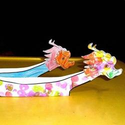 幼儿园端午节手工 用卡纸做漂亮龙舟的方法