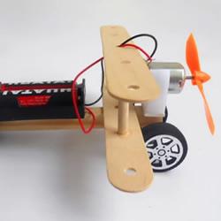 用电动小马达做一架可以跑动的螺旋桨飞机