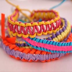 儿童糖果色手链的编织图解 简单却又不失可爱