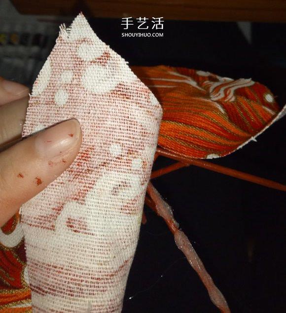 瞅瞅带你做:用一点点布和牙签给娃娃做小伞 -  www.shouyihuo.com