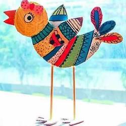 幼儿园硬纸板废物利用 手工做一只多彩的小鸟