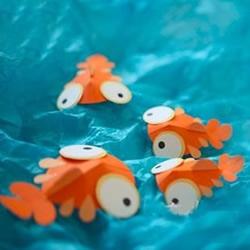 仿佛在水中游来游去 用卡纸做卡通小金鱼教程
