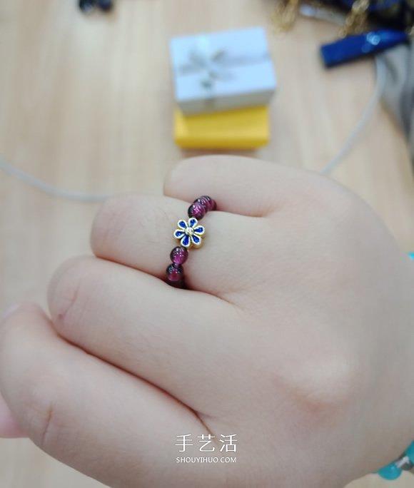 她是室内设计师 这里是她闲暇时做的串珠手链 -  www.shouyihuo.com