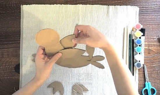 幼兒園硬紙板廢物利用 手工做一隻多彩的小鳥