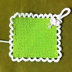小巧可爱带挂环 正方形杯垫的钩针编织图解