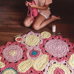 钩针编织花型地毯的方法 让家变得明亮温馨!