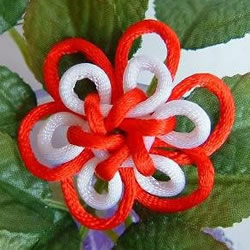中国结之团锦结滚边法编织小花饰品的方法