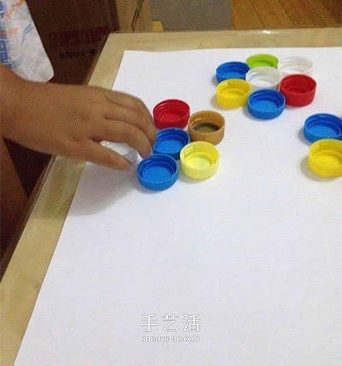 幼儿园瓶盖小制作 用瓶盖拼贴美丽的插花画 -  www.shouyihuo.com