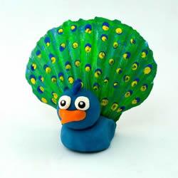 用贝壳做羽毛 美丽粘土孔雀的制作方法图解