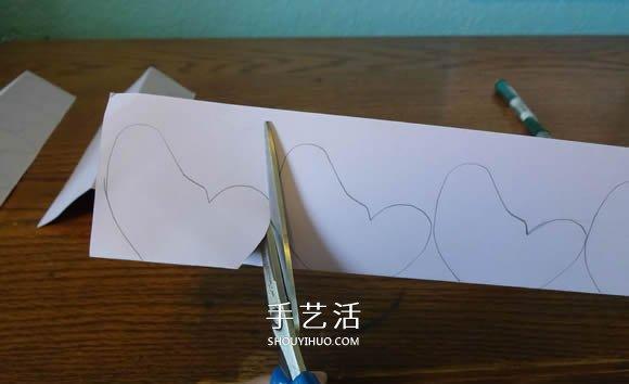 卡纸手工制作蝴蝶 粘贴美丽爱心墙饰的方法 -  www.shouyihuo.com