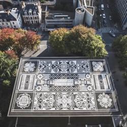 手绘马路上的古典地毯 与城市现代美学成对比