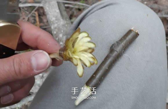 简单手工树枝雕刻做花的方法图解教程 -  www.shouyihuo.com