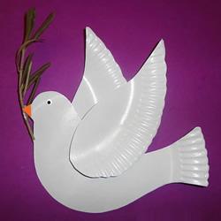 纸盘废物利用 手工制作国庆节和平鸽的方法