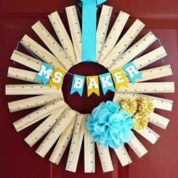 用尺子做材料 自制创意教师节花环挂饰的方法