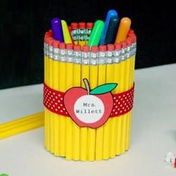 废物利用自制教师节笔筒礼物的方法教程