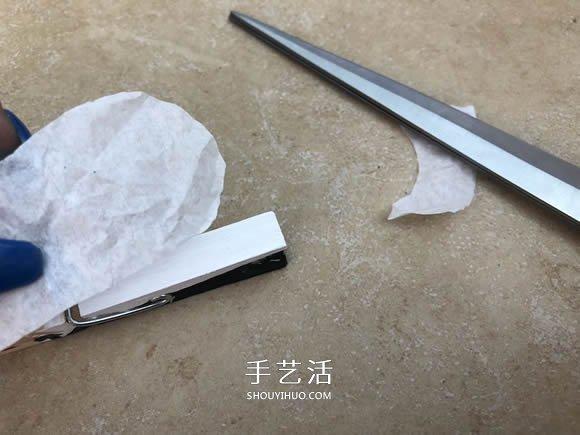 甜蜜婚礼小礼品:用衣夹制作会亲亲的新郎新娘 -  www.shouyihuo.com