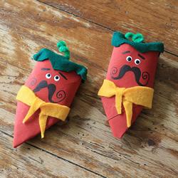 幼儿园卷纸筒废物利用 手工制作大胡子红辣椒