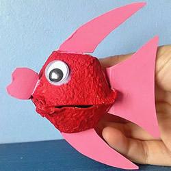 幼儿园鸡蛋托金鱼的简单手工制作教程