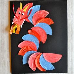 蛋糕纸手工制作新年中国龙粘贴画的方法教程