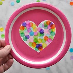 用纸盘做情人节爱心挂饰 简单几步就完成!