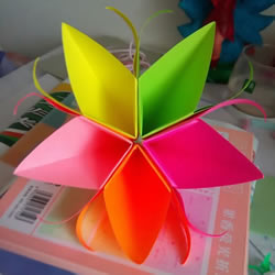 简单又漂亮五瓣纸花的折法步骤图解