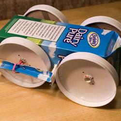 废物利用DIY制作橡皮筋动力玩具车的方法