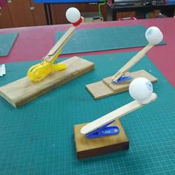 用衣夹制作投石车弹射器玩具的DIY教程