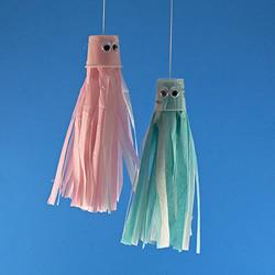 幼儿园手工制作水母挂饰的方法简单又可爱