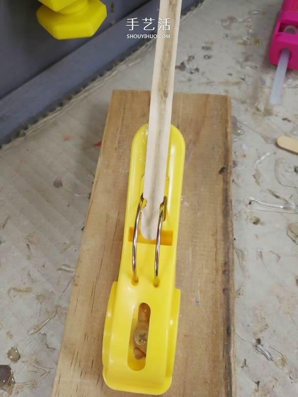 用衣夹制作投石车弹射器玩具的DIY教程 -  www.shouyihuo.com