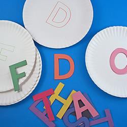 自制益智小玩具 让孩子玩字母匹配游戏!