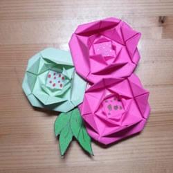 最简单纸玫瑰花的折法图解 有点小可爱!